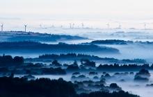 Paysage des Monts d'Arrées dans le brouillard