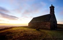 Chapelle Saint-Michel de Braspart au petit matin